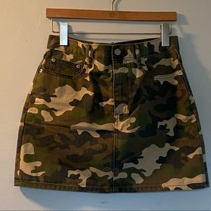 EUC (worn once!) Camo Mini Skirt Size 6